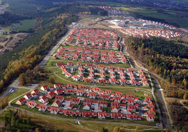 6/35:  The Netzaberg housing area offers school and Child Youth Services